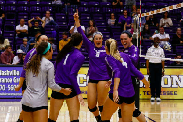 Volleyball remains undefeated in A-Sun conference play