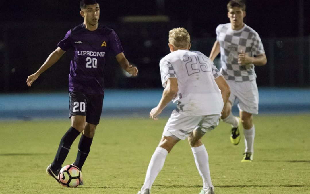 Men's soccer defeats conference opponent at last minute