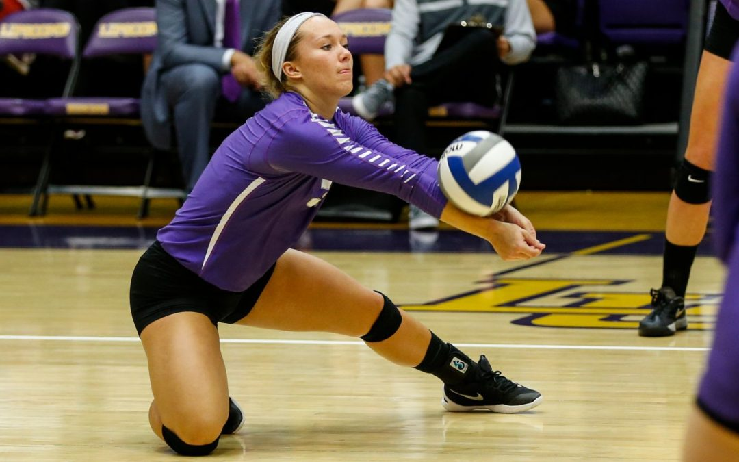 Volleyball shakes off slow start, sweeps NJIT