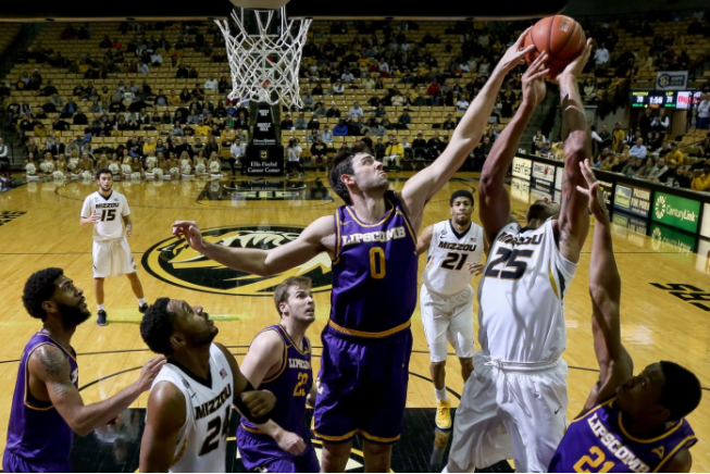 Men's basketball defeats Stetson in away game
